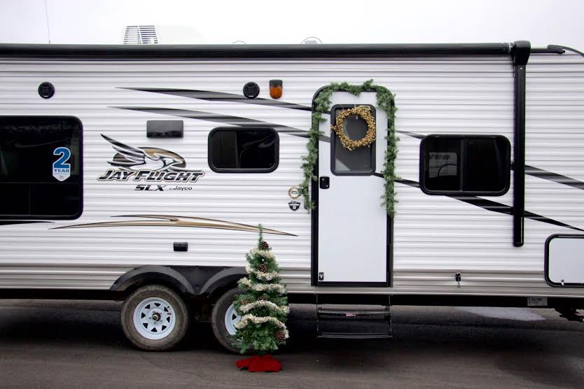 Deck the RV This Christmas: 5 Easy Decorating Tips