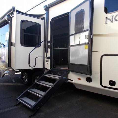 2018 Jayco North Point 381DLQS