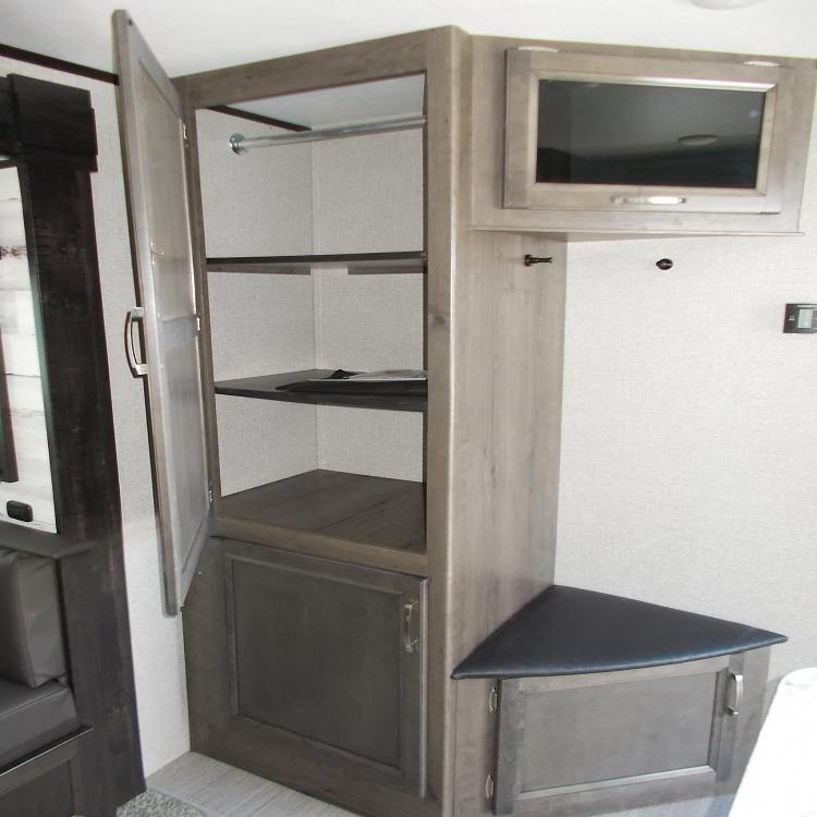 SOLD 2020 Jayco Jay Feather 27BHB