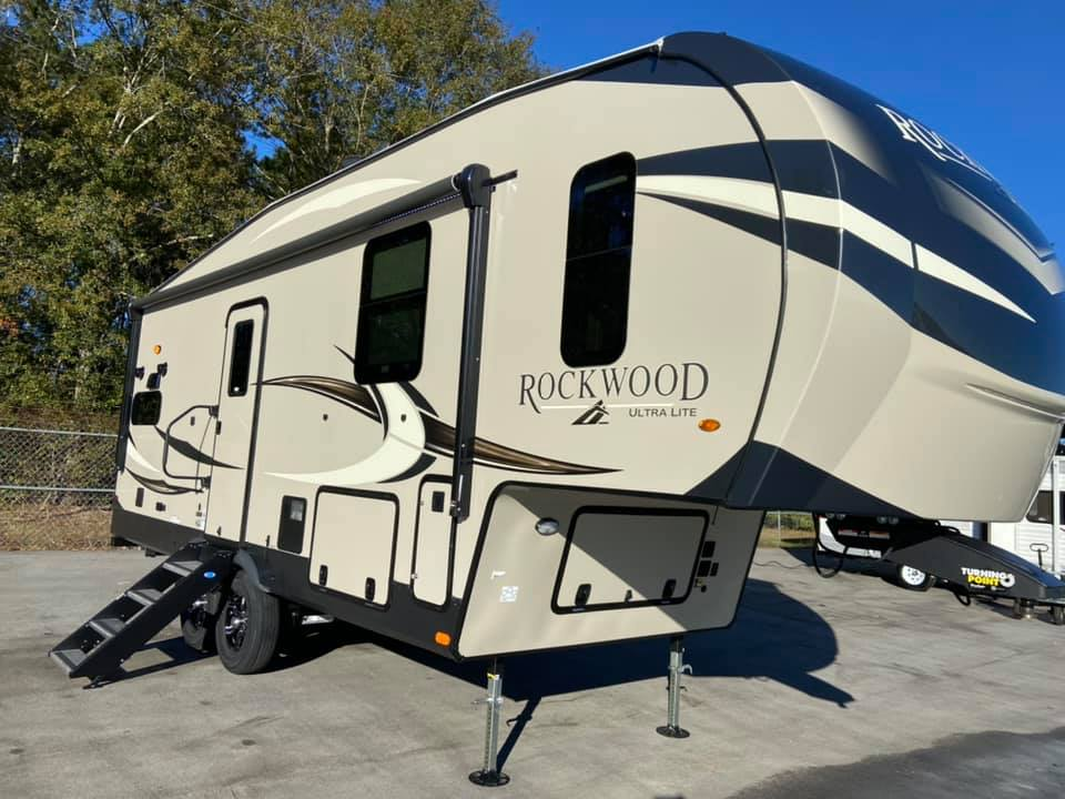 2021 Forest River Rockwood Signature Ultra Lite 2442BS